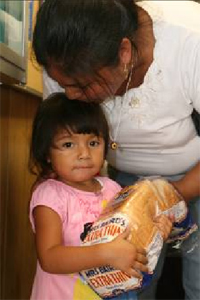 The majority of Haynie Chapel Food Pantry clients are mothers and their small children.